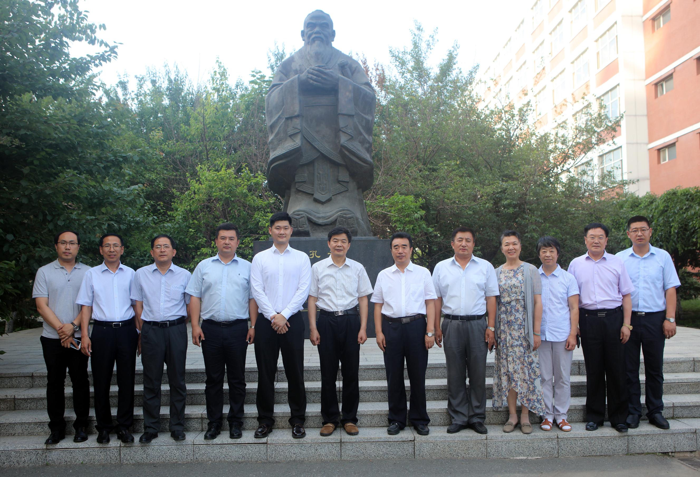 省教育厅副厅长苏忠民莅临我院指导工作